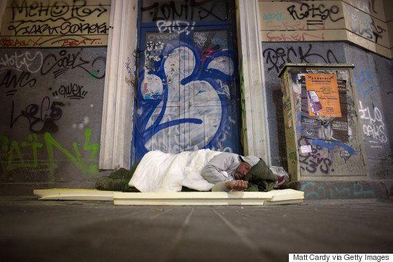 ギリシャ、デフォルト危機 苦しさが分かる8つの数字