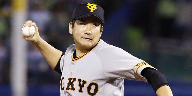 力投する巨人先発の菅野智之投手=10月14日、神宮球場