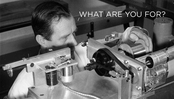 「謎の実験器具や人物」欧州原子核研究機構(CERN)から正体不明の写真を多数発見、手がかりを公募中