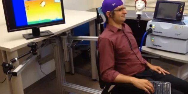 「脳波でキーボード打つ」世界初の成功