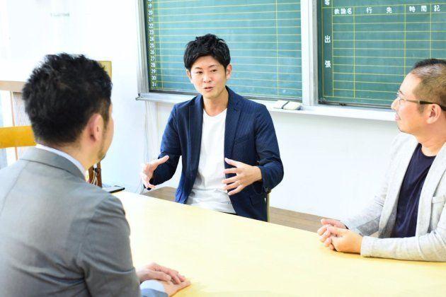上井雄太さん(中央)