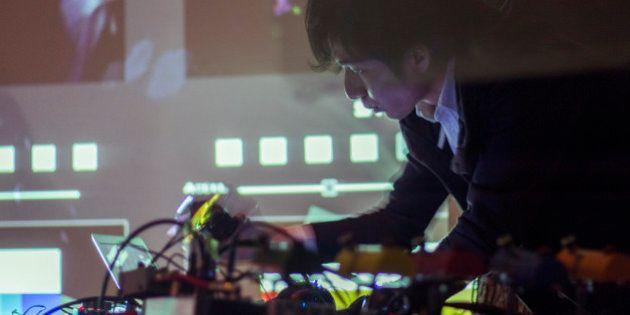 「道をひとつに決めつける必要はない」自作の電子楽器で世界に打って出る中西宣人は、何を目指す?
