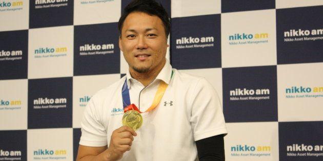世界選手権の金メダルを掲げる池透暢選手
