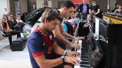 初めて出会った2人が即興で奏でる二重奏 パリの駅が感動に包まれる