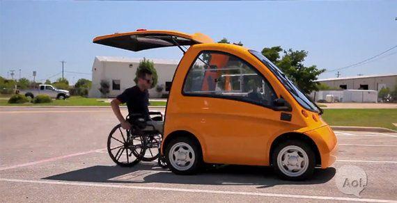 【動画】車いすに乗ったまま運転できるEV車「ケングルー」