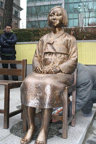 慰安婦像、韓国政府が移転を検討 ソウルの日本大使館前