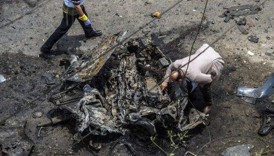 エジプトで検事総長が爆発で死亡、暗殺の可能性 戦慄の現場写真