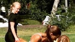 女性警官、ビキニ姿で犯人を取り押さえる(画像)