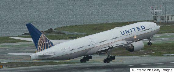 ユナイテッド航空機「オーバーブッキング」、警官が乗客をボコボコにして引きずり出す(動画)
