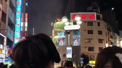 ハロウィン渋谷センター街でビル火災。屋上のダクトから炎が噴き出す