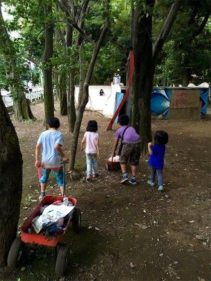ポケモンGOでお祭り状態の世田谷公園でゴミ拾いをしてきた。