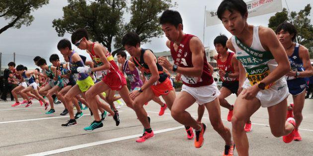 一斉にスタートする選手たち=2018年11月4日午前8時5分、名古屋市熱田区、山本正樹撮影