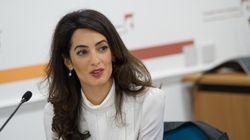 アマル・クルーニーさん、母国のために一肌脱ぐ。レバノンの少女のために奨学金