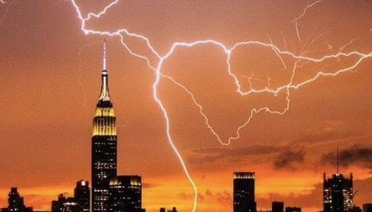 マンハッタンに落雷した戦慄の瞬間(画像集)
