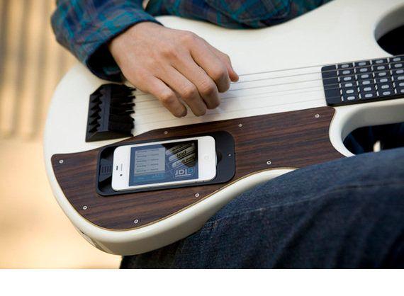 Dropbox創業者からも資金調達した、iPhone連携ギター