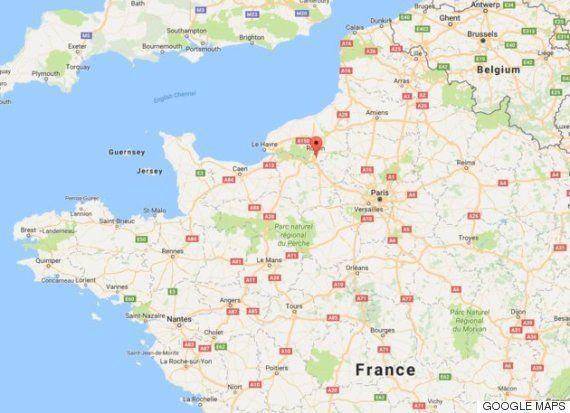 神父を「ひざまずかせて」殺害 フランスで教会襲撃、ISの犯行か