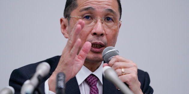 記者会見する西川広人社長=11月19日、横浜市
