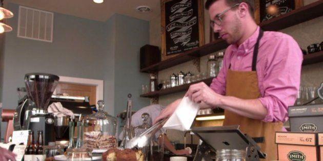 若いホームレスの自立を助けるパープル・ドア・コーヒー なぜ、パープル?