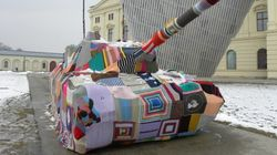 なぜドイツ人女性たちは戦車を毛糸で包んだのか?