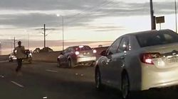 【動画】接触事故でキレた男が渋滞中の車の列に頭突き