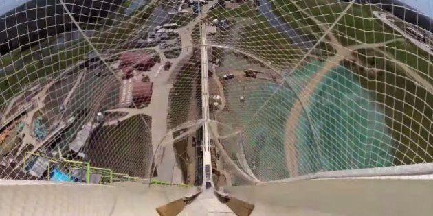 ハッキリ言おう。世界最大のウォータースライダーは、怖い。(動画)