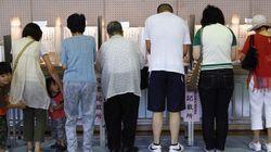 有権者の生活満足度と投票率の関係をグラフ化すると?