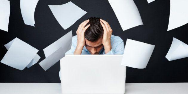 40%の企業で過労死ラインを超える残業あり。長時間労働が多い業種は?(調査結果)