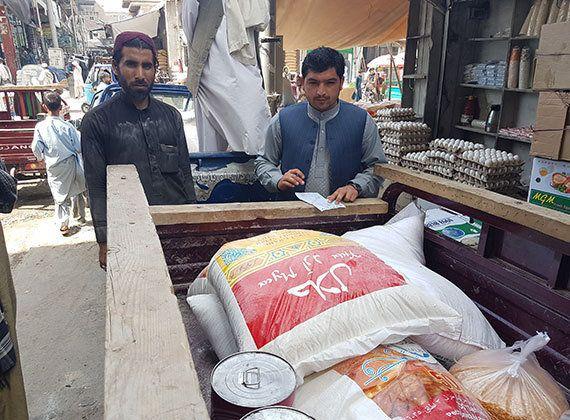 アフガン帰還民への生活必需品配付が進行中です