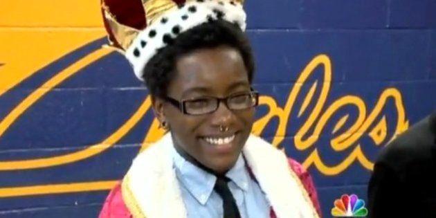 トランスジェンダーで初めて「母校の星」に選ばれた若者、自ら命を絶つ