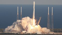 イーロン・マスクのロケットで宇宙葬 米ベンチャーが成功