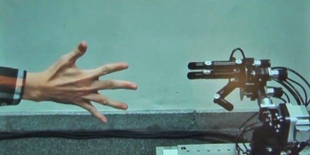 勝率100%じゃんけんロボット「絶対負けない」理由