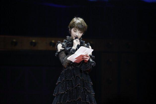 黒いドレスに身を包んだ若月さん