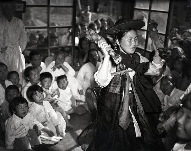都市化で急速に忘れ去られていく現代中国の肖像(モノクロ写真)