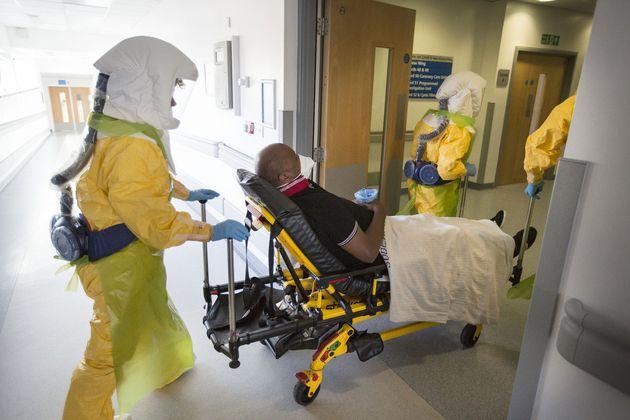エボラ出血熱に備え、イギリス本土への上陸を想定した大規模演習を実施