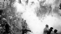 波乱続きの日韓50年、モノクロ写真で振り返る