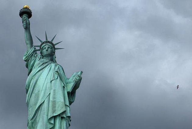 米国:就労できずお手上げ状態の難民申請者たち