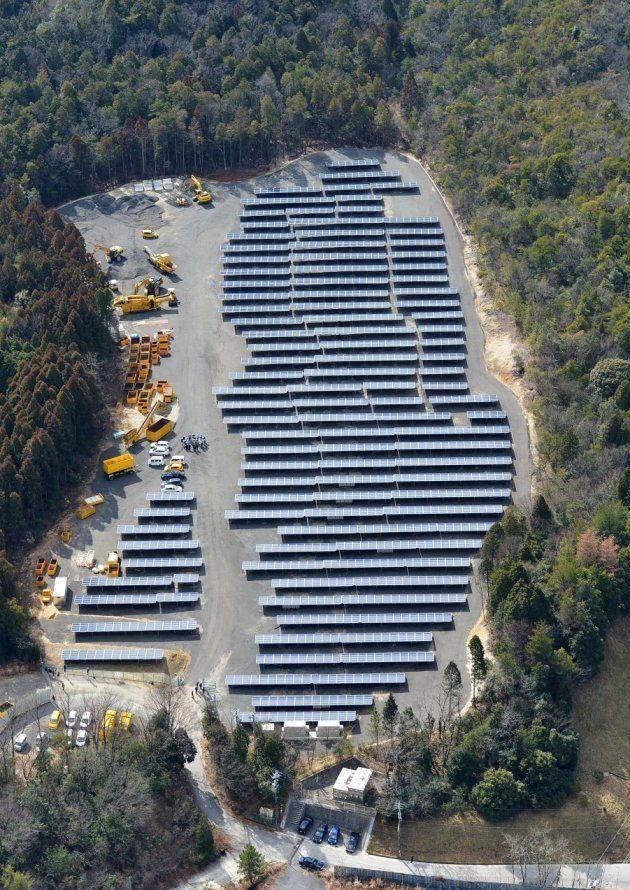 海上の森に隣接する林を伐採し設置されていた太陽光発電施設=2016年2月、愛知県瀬戸市海上町