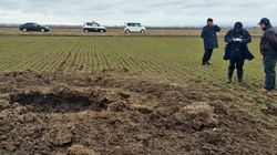 隕石、発見できず。青森県の麦畑に出現した「謎の穴」を掘ったが...【UPDATE】