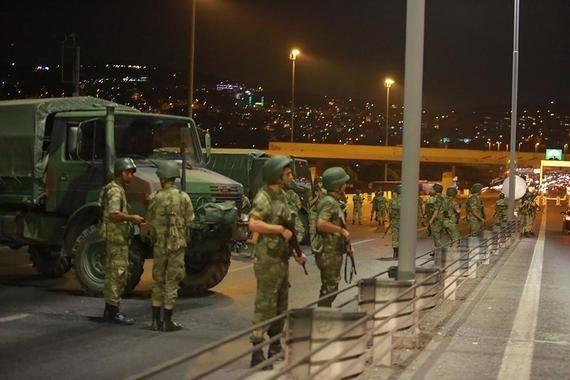 トルコ:クーデター未遂後に求められる権利の保護と法の遵守