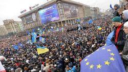 ウクライナで数十万人が抗議集会 EUとの「連合協定」中止を受けて