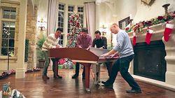 1台のピアノを4人で弾くすごい動画