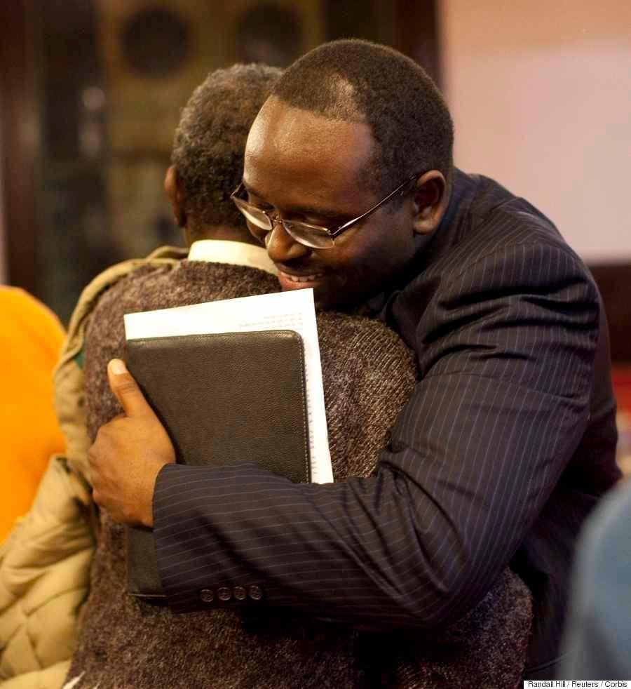 教会銃乱射事件、21歳の男による「ヘイトクライム」が原因か
