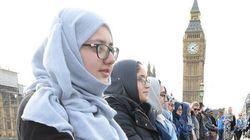 【ロンドンテロ事件】犯行現場にイスラム教徒の女性たちが集結
