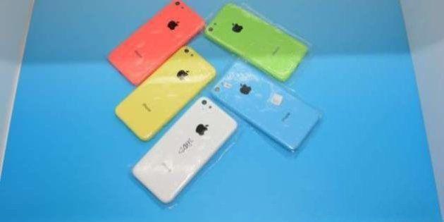iPhoneの新製品は 5S と カラフルなプラスチック製ボディの5C