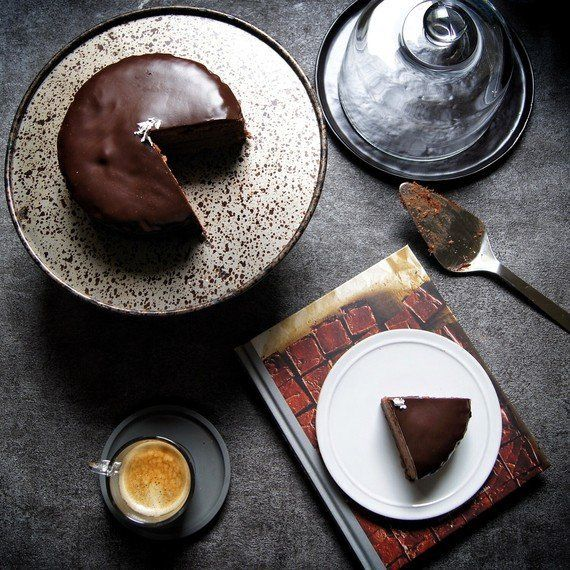 少ない材料で思い立ったらすぐに作れる本格チョコレートケーキ