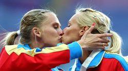ロシア人の女性選手同士のキス