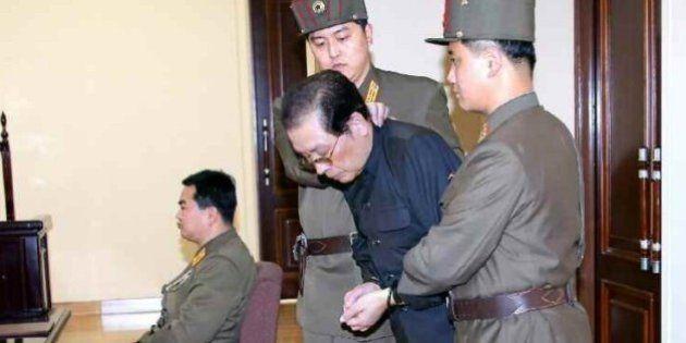 【北朝鮮】張成沢(チャンソンテク)氏の連行場面は、わざわざ撮影された?
