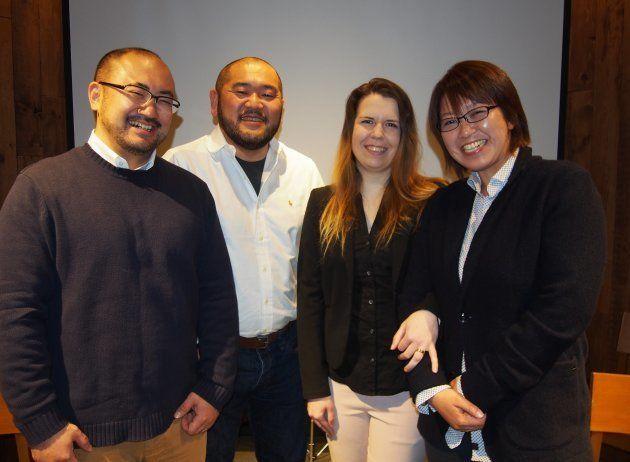 (左から)原告の相場謙治さんと古積健さん、クリスティナ・バウマンさんと中島愛さん。