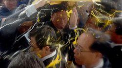 韓国の首相、生卵やペットボトル投げつけられる 迎撃ミサイル配備で地元住民が猛抗議(動画)