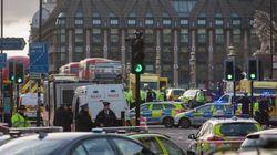 【ロンドン国会議事堂テロ事件】封鎖された議事堂内で児童たちは、人々を勇気づけるため賛美歌を歌った